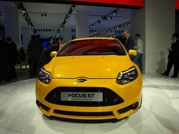 Pr sentation de la ford focus st 250ch francfort 2011 for Garage ford saval valence