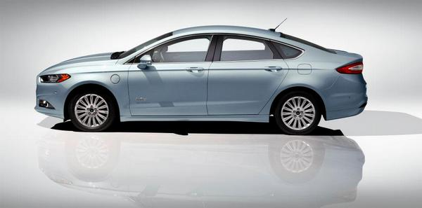 ford-mondeo-2013-4