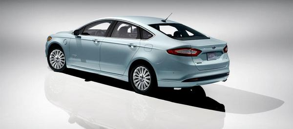 ford-mondeo-2013-5