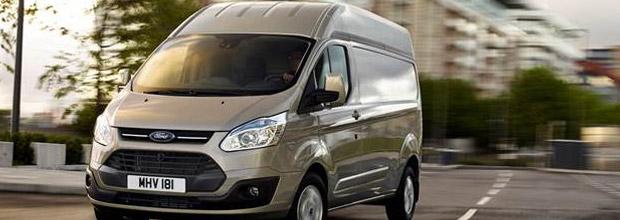 le ford transit custom disponible en version toit haut h2. Black Bedroom Furniture Sets. Home Design Ideas