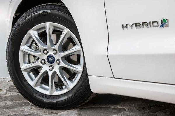 Ford Mondeo Hybrid- (3)