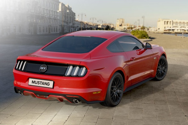 Ford mustang la chevauch e sauvage travers l 39 europe for Garage ford saval valence