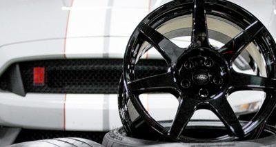la Mustang Shelby GT350R avec des roues innovatrices en fibre de carbone remporte avec succès le « Popular Science Best of What's New Award » dans la catégorie Auto.