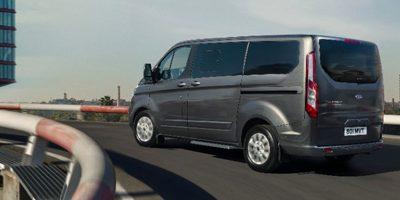 Transit 100% électrique et le premier minibus 8 places hybride rechargeable