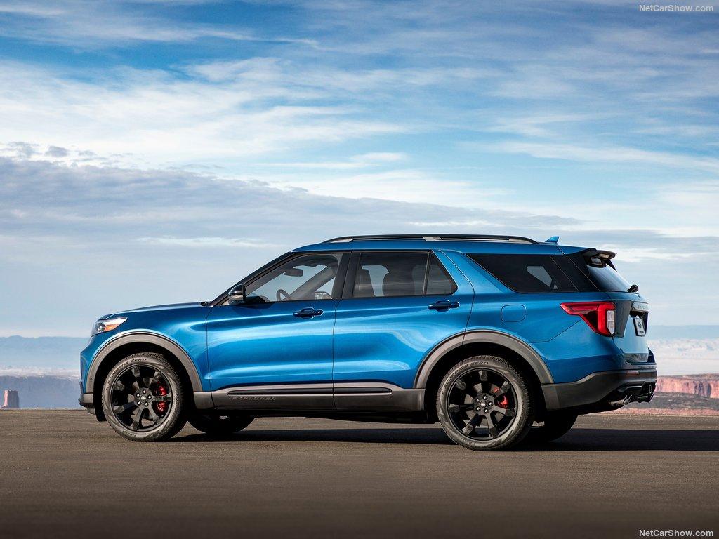 Ford Explorer 2020 de côté