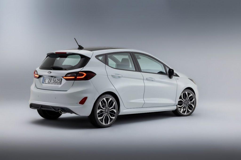 Nouvelle Ford Fiesta 2021 blanche de coté
