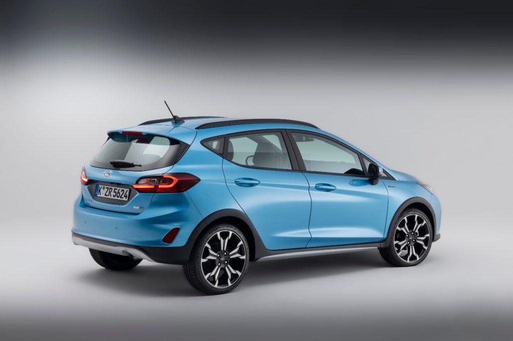 Nouvelle Ford Fiesta active bleu de cote 2021