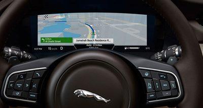 Les technologies intuitives de la Jaguar XF vous assurent un voyage plus sûr, plus agréable, et mieux connecté.