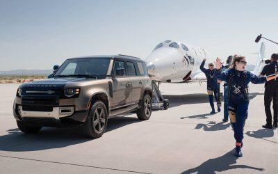 Land Rover soutient le premier vol spatial en équipage complet de Virgin Galactic