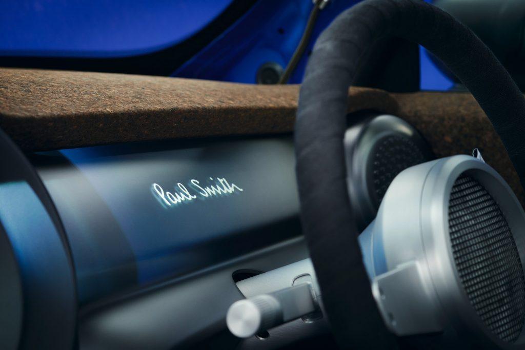 MINI STRIP. Un design durable avec un zeste d'originalité, par Paul Smith.